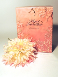 Petale Noir eau de parfum box